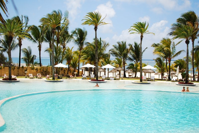 :ux* Belle Mare Pool