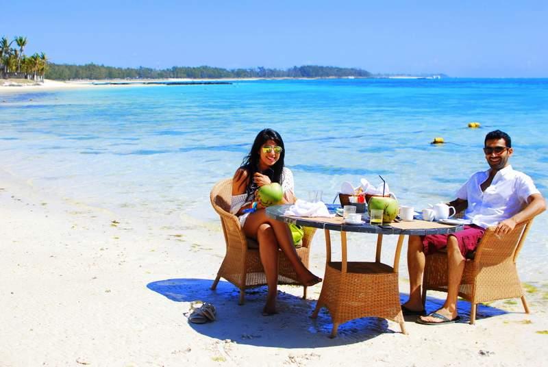 Lux* Belle Mare breakfast at beach