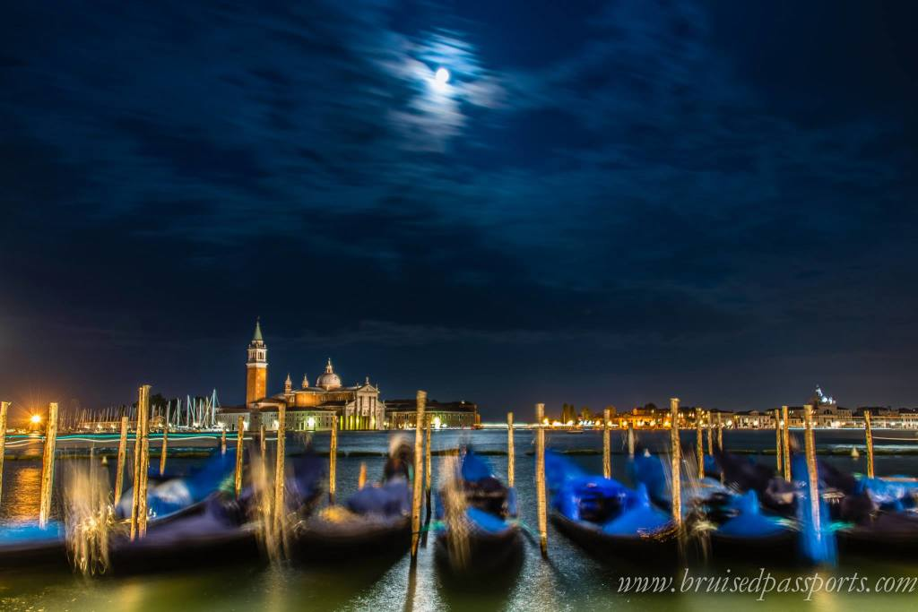 offbeat things to do in venice walk in venice at night