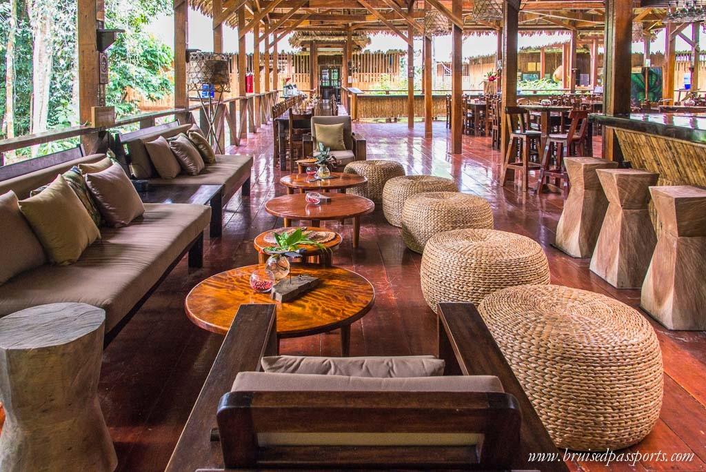 Refugio Amazonas dining area
