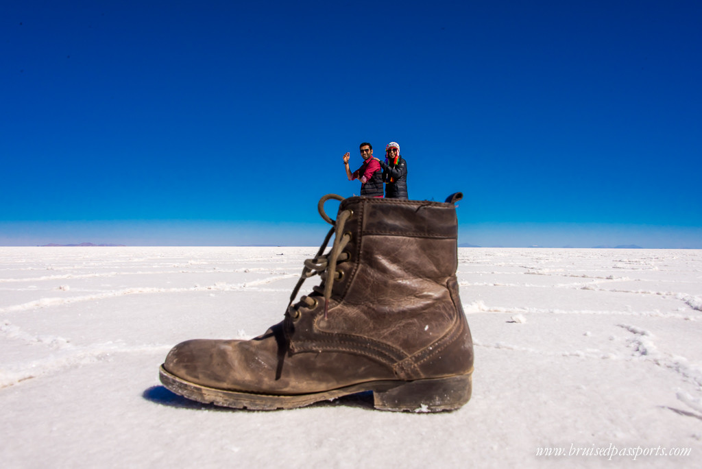 A couple doing perspective shots in Salar De Uyuni Bolivia