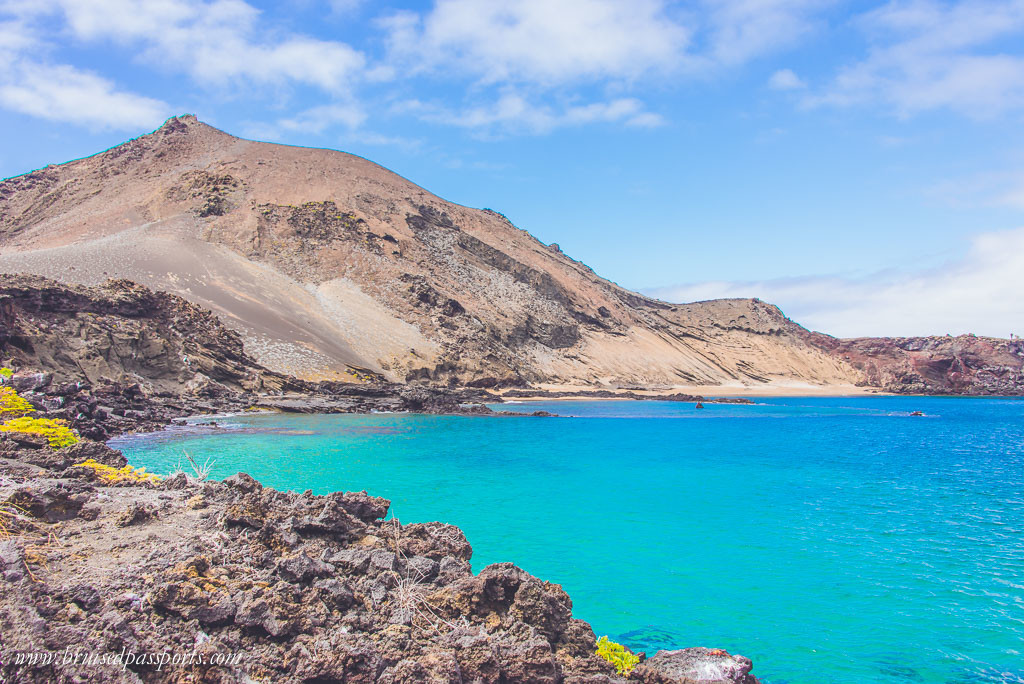 Turquoise waters at Bartolomé island in Galapagos