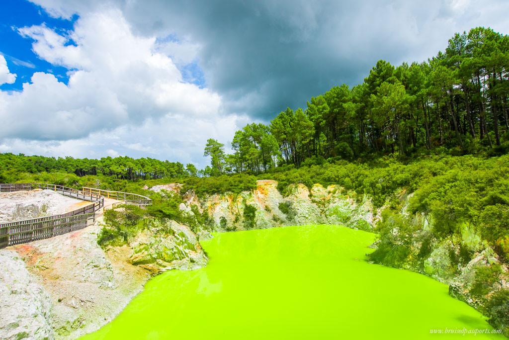 New Zealand Road Trip Rotorua geothermal reserve devil's lake