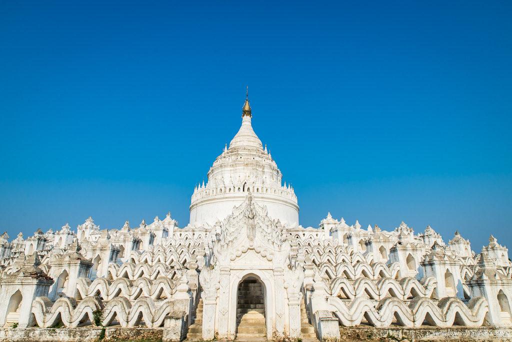 Mingun's unusual white pagoda Hsinbyume