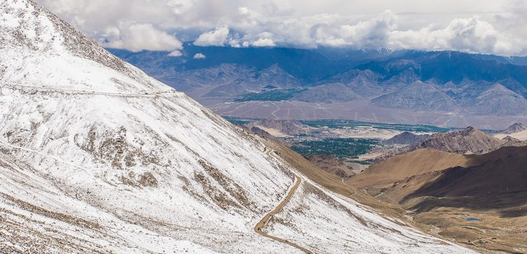 winding roads on a road trip to Ladakh
