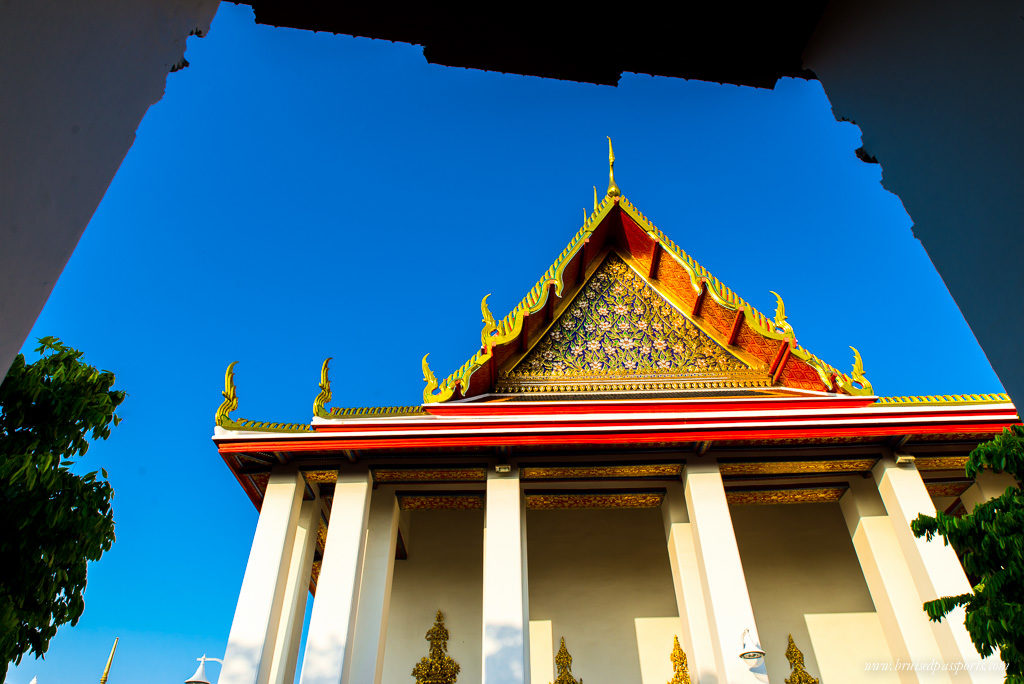 Gorgeous architecture - entrance to Wat Pho