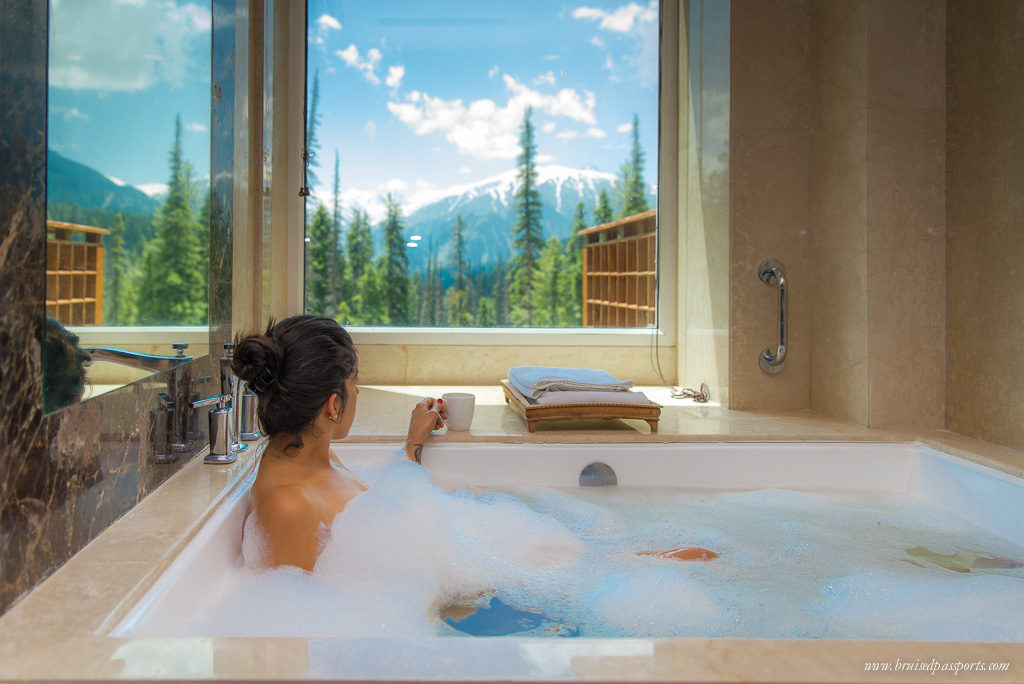 Gulmarg Kashmir Khyber Himalayan Resort Bathroom
