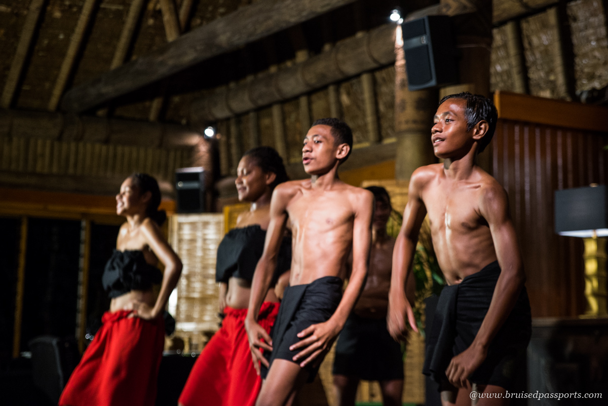 cultural entertainment at namale REsort and Spa Fiji