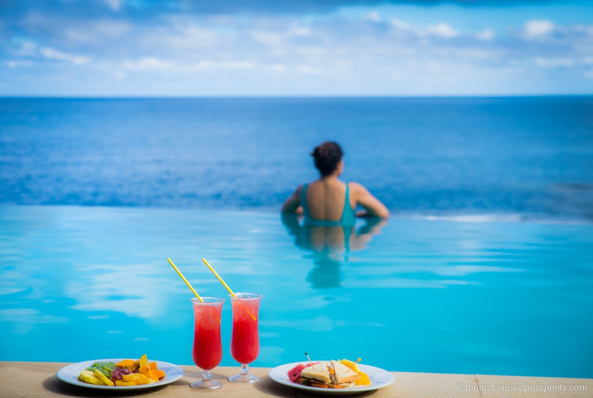 infinity pool breakfast on fiji honeymoon