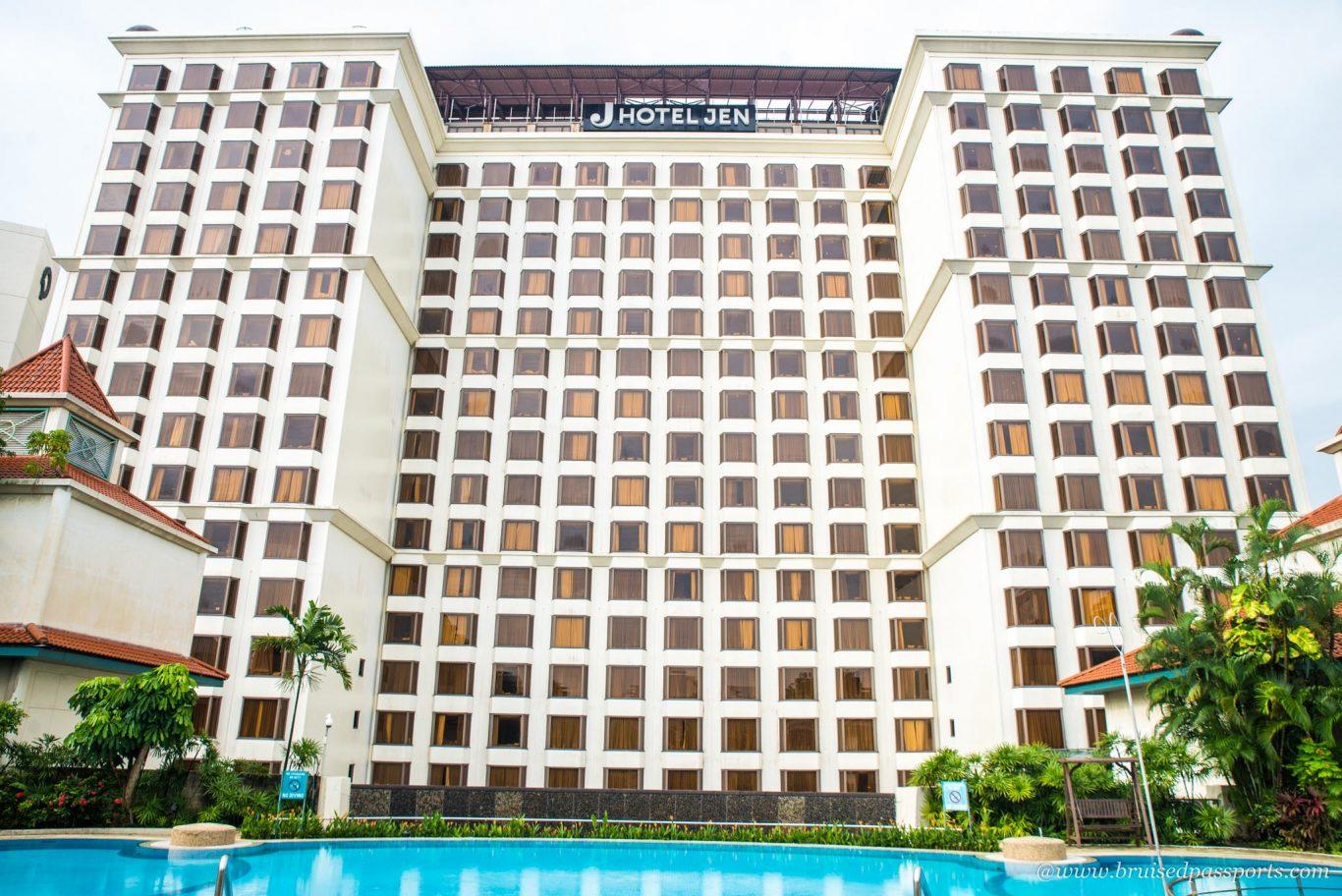 swimming pool at Hotel jen Tanglin Singapore