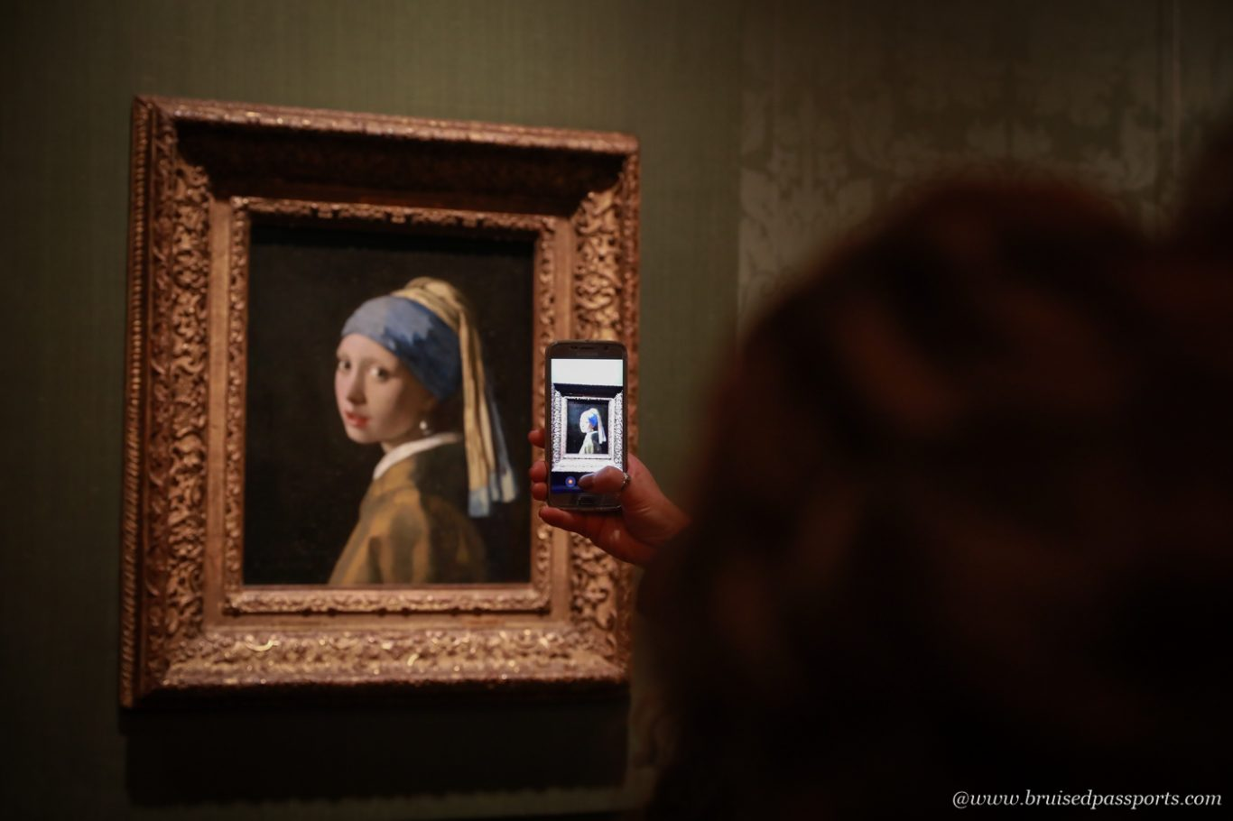 Girl with pearl earrings painting at Mauritshuis The Hague