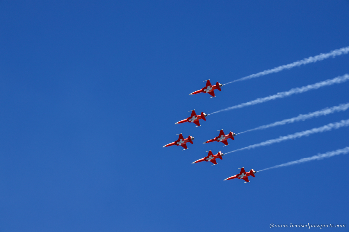 airshow by Patrouille Suisse at Lauberhorn race