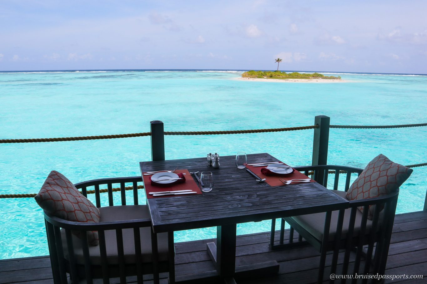 restaurant motu at club med finolhu maldives