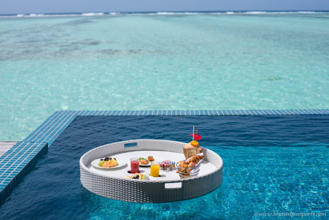 floating breakfast at club med finolhu Maldives