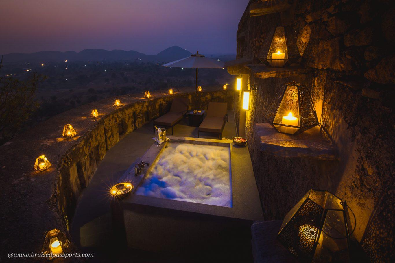 Private bath tub overlooking the Aravallia at Alila Fort Bishangarh